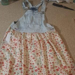 I am selling an overall dress
